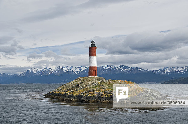 Leuchtturm auf einer Felsinsel im Beagle-Kanal  Tierra del Fuego  Argentinien