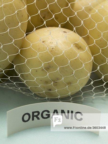 Biokartoffeln im Netz (Close Up)