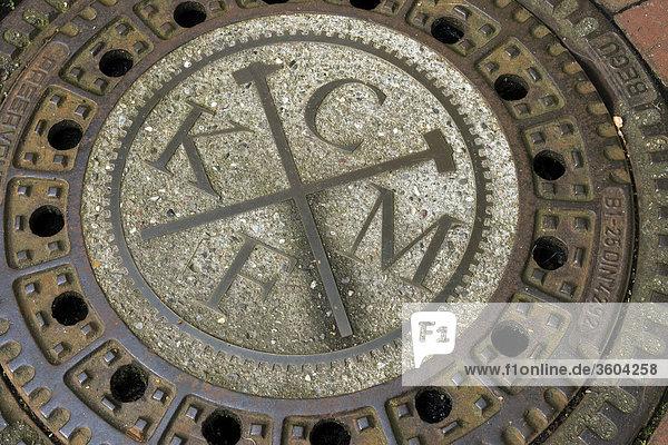 Historischer gusseiserner Kanaldeckel in Kupfermühle  Dänemark