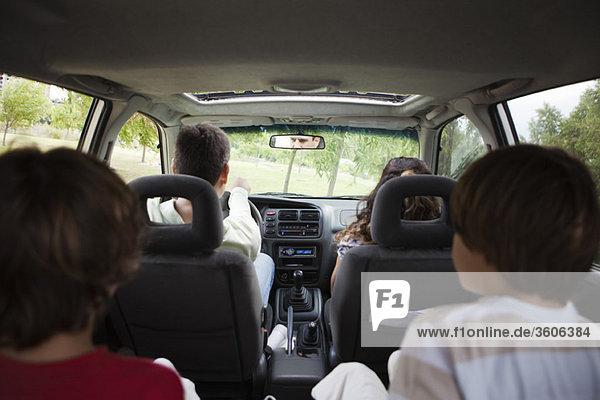 Gemeinsames Fahren mit der Familie im Auto
