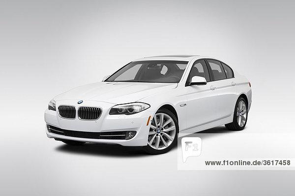 2011 BMW 5-Serie 535i in weiß - Winkel Vorderansicht