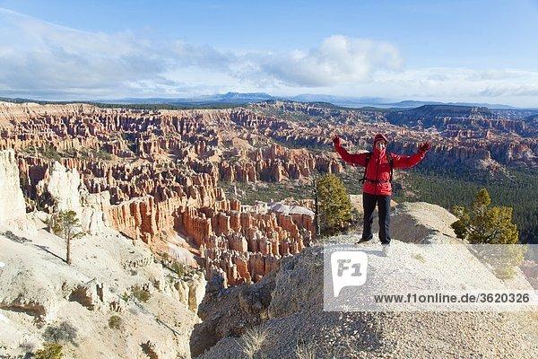 Wandererin im Bryce Canyon Nationalpark  Utah  USA