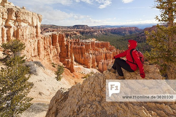 Wandererin im Bryce Canyon Nationalpark  Utah  USA