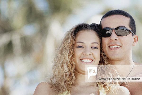 Nahaufnahme von Mitte Erwachsenen Mann und eine junge Frau lächelnd