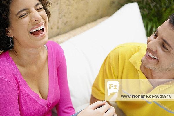 Nahaufnahme ein junges paar lachen