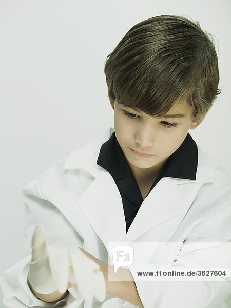 Nahaufnahme eines jungen gekleidet als Arzt