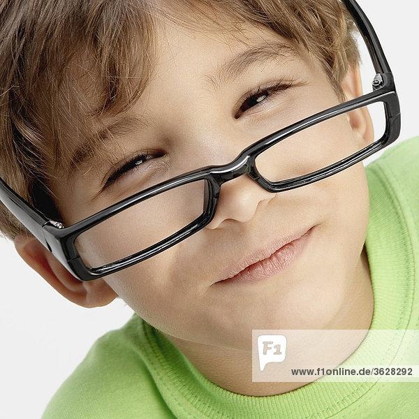 Bildnis eines Knaben lächelnd tragen Brillen
