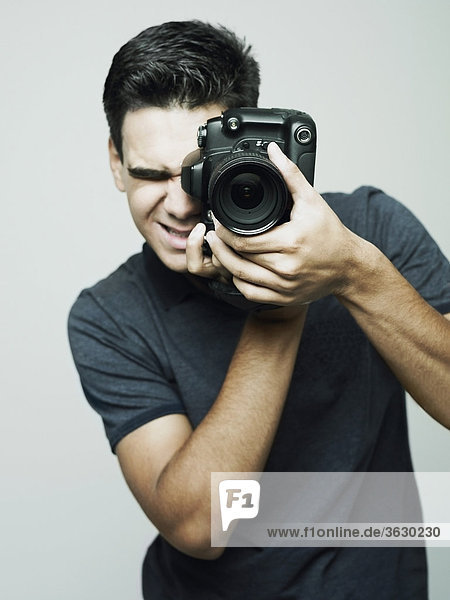 Nahaufnahme eines Fotografen ein Foto