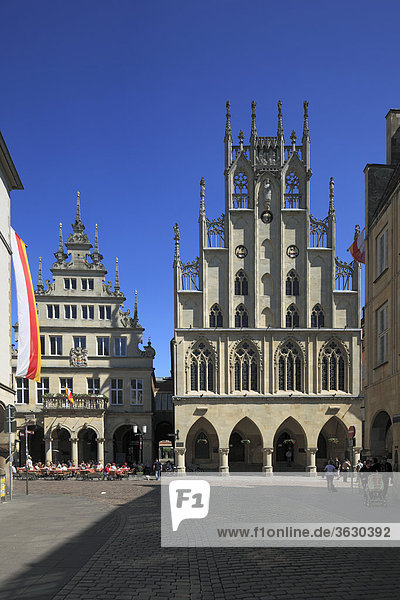 Gable house and Historical City Hall on Prinzipalmarkt  Muenster  Germany