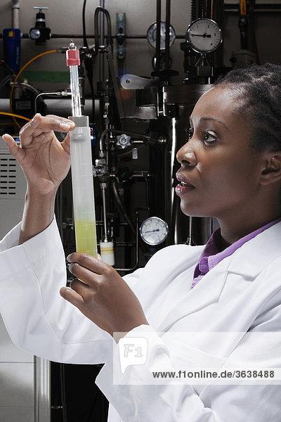 In einem Labor Erforschung ärztin
