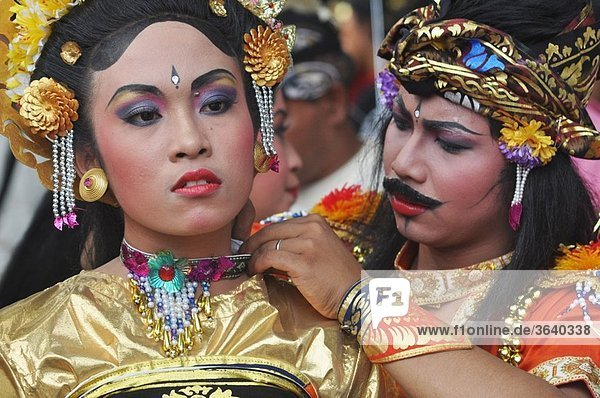 Denpasar (Bali  Indonesia): Balinese dancers getting dressed for the parade at the Bali Arts Festival's opening