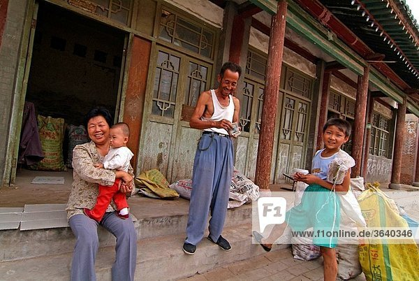 People at Cao´s Compound  Taigu County  Shanxi province  China