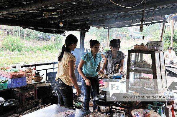 restaurant populaire de Bao Lac province de Cao Bang nord Vietnam asie du sud-est//cheap restaurant of Bao Lac Cao Bang province northern Vietnam southeast asia
