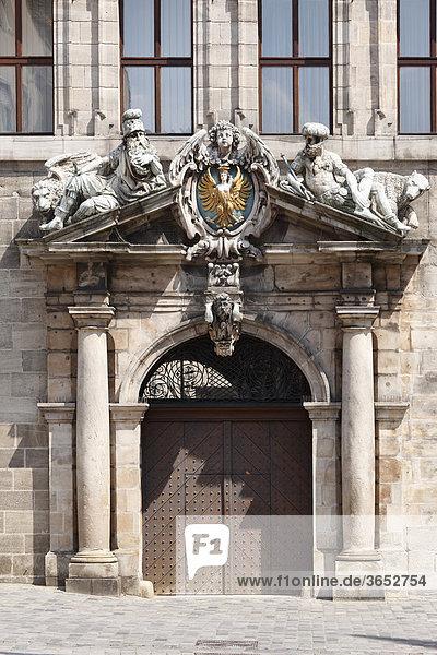 Linkes Seitenportal von Rathaus  Nürnberg  Mittelfranken  Franken  Bayern  Deutschland  Europa