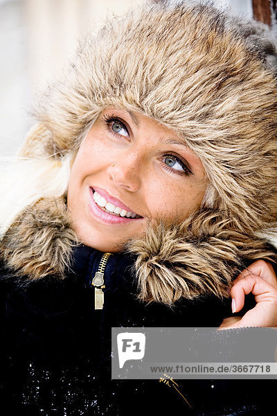 Young woman in winter  portrait
