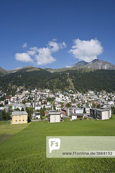 Blick auf Davos  Ortsansicht  Graubünden  Schweiz  Europa