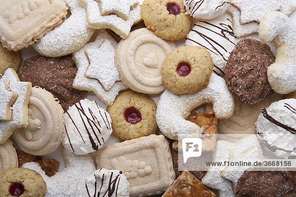 Verschiedene Plätzchen  Weihnachtsplätzchen  Weihnachtsgebäck  Gebäck  Springerle  Vanillekipferl  Kokosmakronen  Weihnachten  Deutschland