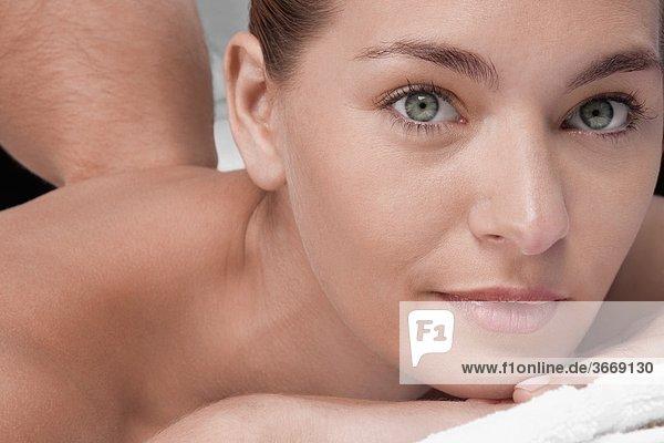 Frau empfangen Massage