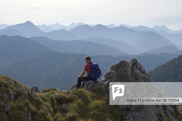 Am Leonhardstein bei Kreuth südlich vom Tegernsee Oberbayern Deutschland am Gipfel