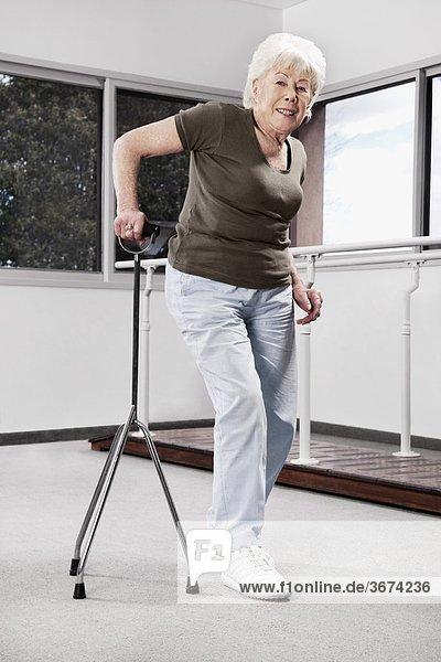 Spazierstock Stock Frau gehen Behinderung