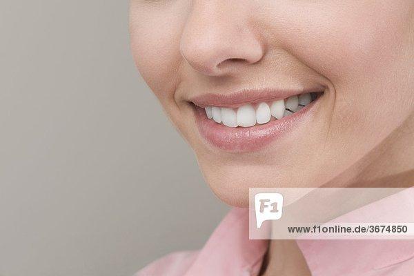 Nahaufnahme einer Frau lächelnd