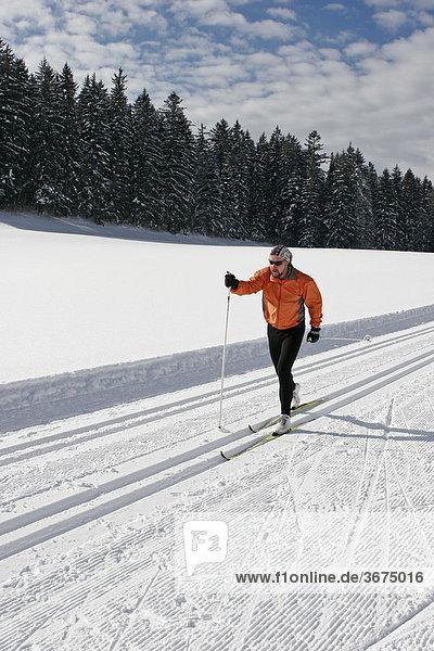 Langläufer auf der Loipe Krungl Steiermark Österreich