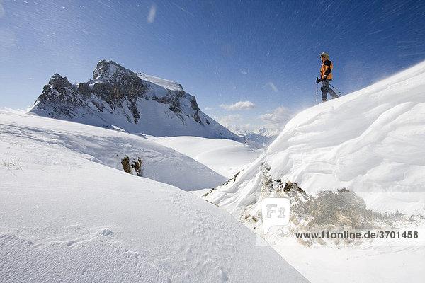 Haidachstell Wand im Rofan mit Schneeschuhgeher im Winter  Tirol  Österreich  Europa