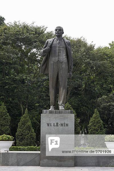 Bronzestatue von Lenin in Hanoi  Vietnam  Südostasien
