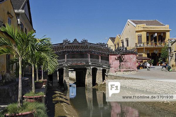 Alte Japanische Brücke in Hoi An  Vietnam  Südostasien