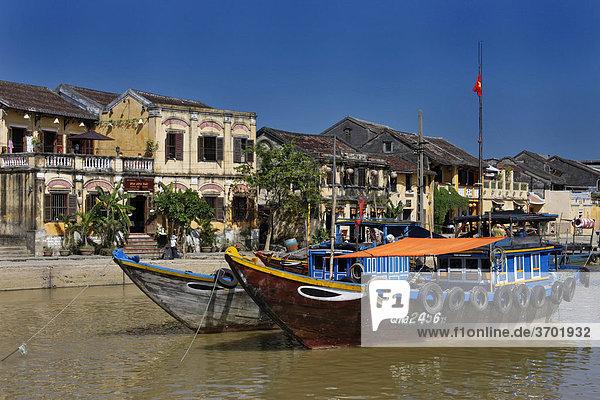 Fischerboot im Hafen von Hoi An  UNESCO Weltkulturerbe  Vietnam  Südostasien