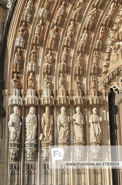 Apostle statues on the Gothic portal of the basilica  Dominican monastery Mosteiro de Santa Maria da Vitoria  UNESCO World Heritage Site  Batalha  Portugal  Europe