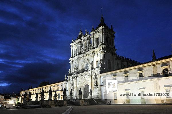 Church and monastery of Santa Maria in AlcobaÁa  Mosteiro de Santa Maria de AlcobaÁa at night  UNESCO World Heritage Site  Order of Cistercians  AlcobaÁa  Estremadura  Portugal  Europe