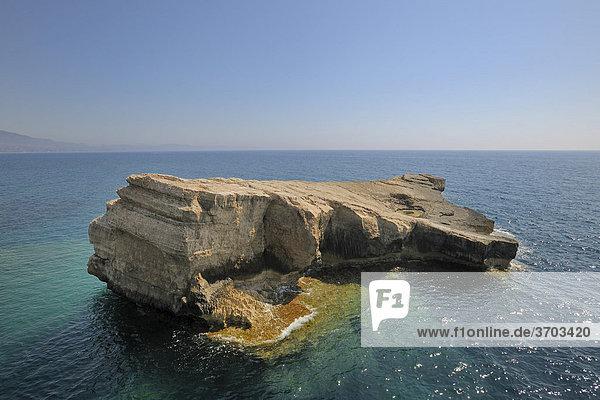 Felsen im Meer an der Spitze des Kap Fo_rni  Rhodos  Griechenland  Europa