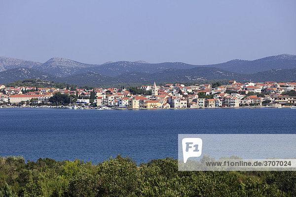 Pirovac  Blick von Insel Murter  Dalmatien  Adria  Kroatien  Europa