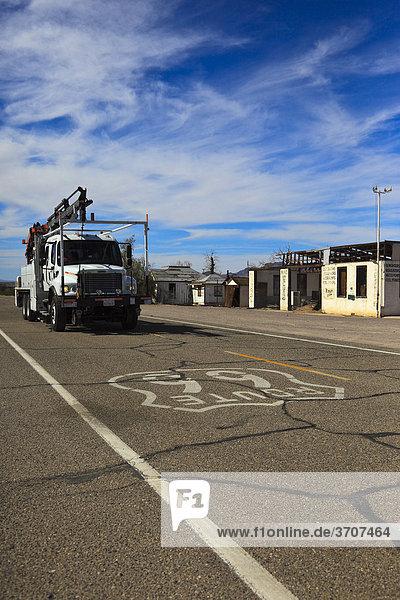 LKW  Truck auf der historischen Route 66  Ludlow  California  USA  Nordamerika