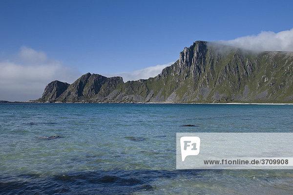 Hoeyvika Bucht bei Stave  Berg Matind  Insel Andoeya  Vesteralen  Norwegen  Skandinavien  Europa