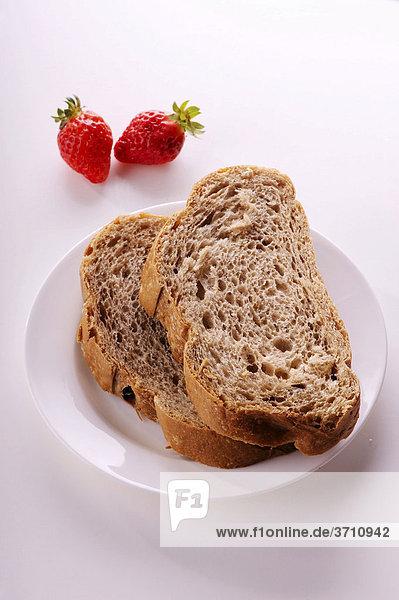 Frische Erdbeeren und Brot
