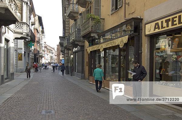 Alba Piemont Piemonte Italien Einkaufstrasse Via Vittorio Emanuelle II.