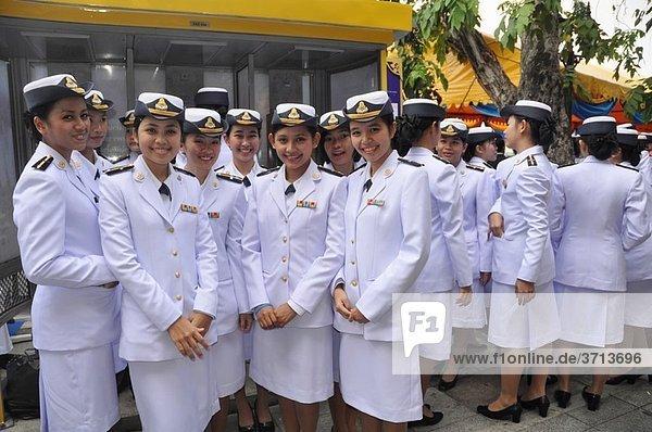 Bangkok (Thailand): Thai women soldiers in uniform at the king Bhumibol Adulyadej birthday´s public commemoration (December 5th)