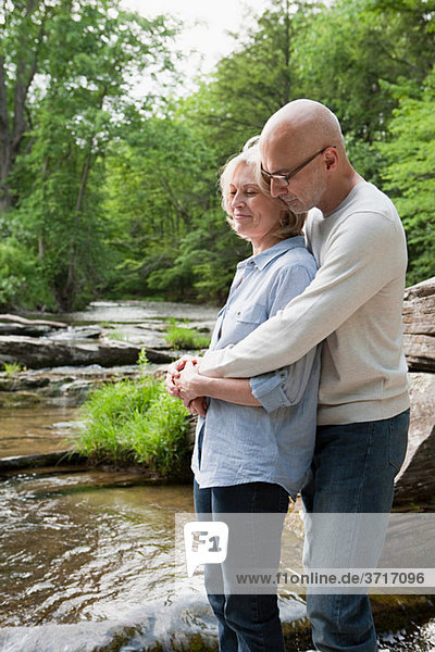 reifes Paar im freien in Szene Location