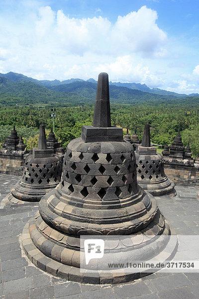 Stupas bei Borobudur