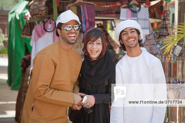 Menschen im mittleren Osten lachen