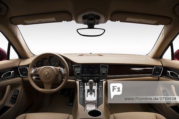 2011 Porsche Panamera 4 in rot - Dashboard  Mittelkonsole  Getriebe-Shifter-Ansicht