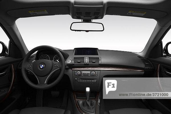 2011 BMW 1er 128i in Silber - Dashboard  Mittelkonsole  Getriebe-Shifter-Ansicht