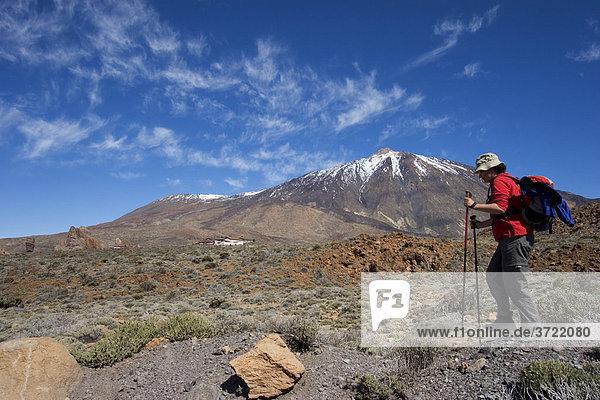 Nationalpark Canadas del Teide mit Berg El Teide Roques de Garcia und Parador Teneriffa Kanaren