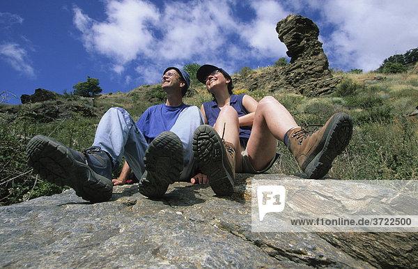 Spanien Andalusien Provinz Granada Sierra Nevada  Alpujarras  Alpujarras  Poqueira-Tal Wanderer Rast