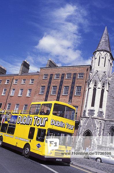 Bus vor Dublin Writers Museum  Stadtrundfahrt  Dublin  Irland