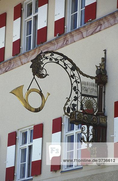 Posthorn an Fassade Hotel Restaurant Residenz Heinz Winkler in Aschau  Gourmetrestaurant  Chiemgau  Bayern  Deutschland  Europa