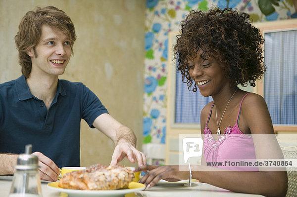 Junges Paar beim Frühstück  Deutschland
