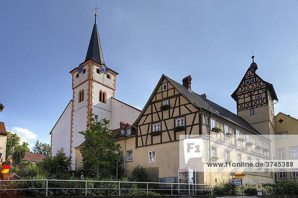 Kirche und Heimatmuseum in Nüdlingen  Rhön  Unterfranken  Bayern  Deutschland  Europa